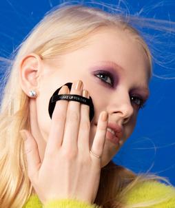 Auto-maquillage : les formations de maquillage sont-elles nécessaires ?