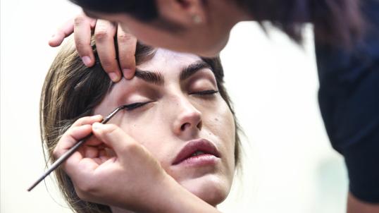 se-former-aux-nouvelles-techniques-dans-une-ecole-de-maquillage-pro