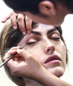 Se former aux nouvelles techniques dans une école de maquillage professionnelle