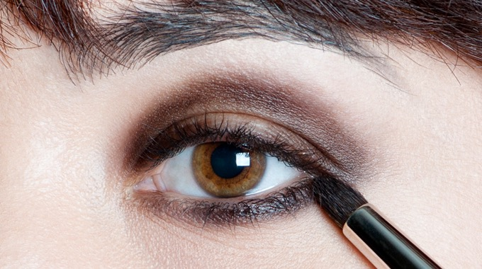 gold-brown-smoky-makeupforeveracademy-step2